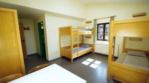 Fotos von den Zimmern im Obergeschoss (rot)