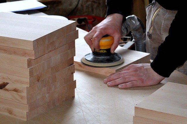 carpenter-3276186_640-foto-pixabay